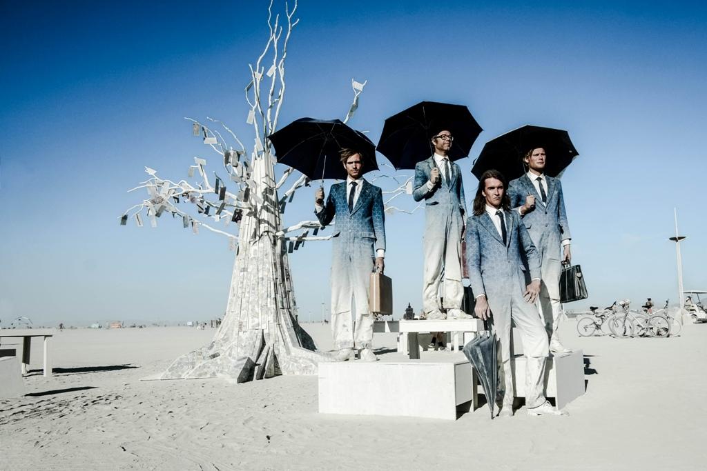eric-bouvet-burnin-man-hommes-parapluie-2012